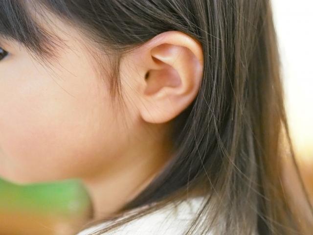 子供の耳垢をピンセットでとるときの方法やコツ・注意点
