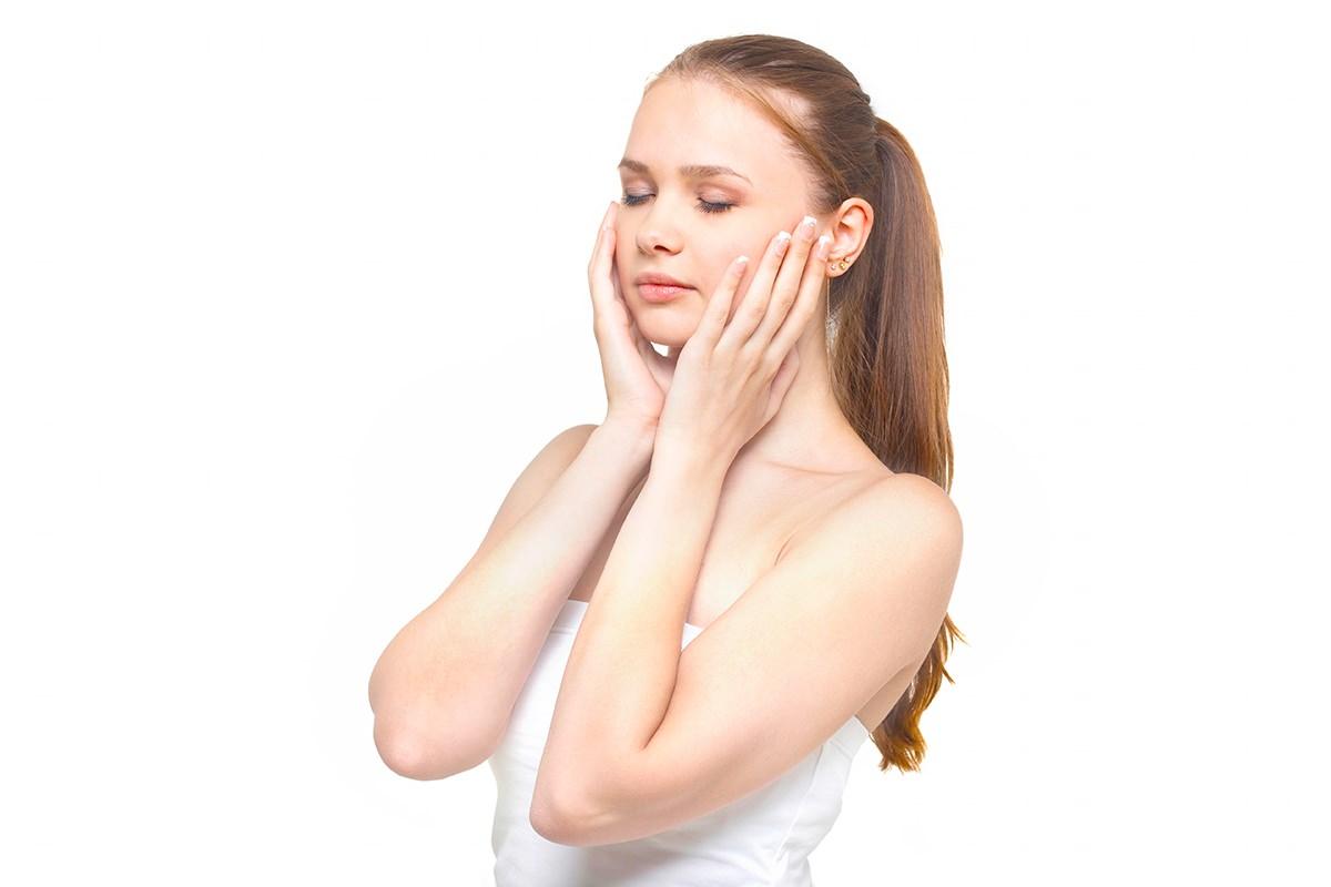 手で洗顔料をきめ細かく泡立てる方法と美肌を作るポイント