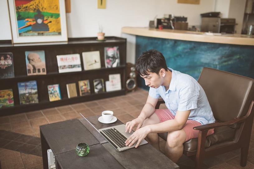 カフェは勉強するのに最適!効率よく学習するコツとマナー