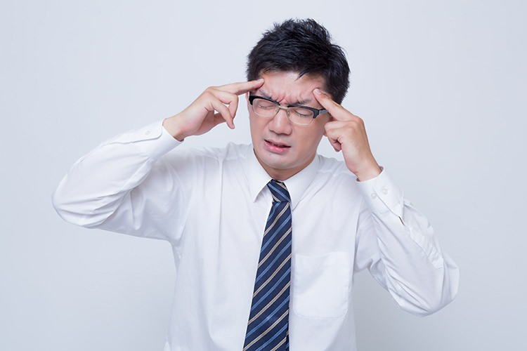 タバコの臭いが頭痛を誘発!?喫煙がもたらす身体への影響