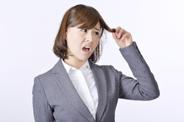 自然に髪が茶色くなる…考えられる茶髪の原因と対処法