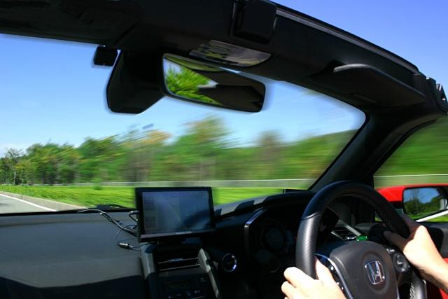 ペーパードライバーの苦悩!運転が怖い…克服する方法と対策