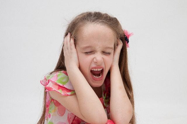 耳に激痛が一瞬はしる!考えられる原因と病院受診の目安
